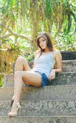 attractive-lao-girl-in-short-denim-jeans-6a.jpg