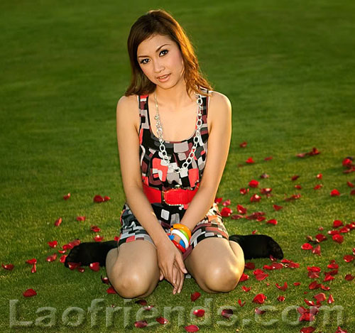 Lao girl posing on the Dansavanh Nam Ngum golf course